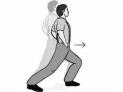 4、前屈腿下压(见图4)。有时,丈夫会站在床边,让妻子躺着享受性爱。练习这一动作,可以增强相应的性感受。左腿向前迈一步,弯曲膝盖、下压,直到大腿后侧完全伸直。保持30秒后,换一条腿。