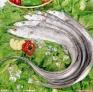2、带鱼:可补五脏、祛风、杀虫,对脾胃虚弱、消化不良、皮肤干燥者尤为适宜。可用作迁延性肝炎、慢性肝炎辅助疗法。常吃带鱼还可滋润肌肤,保持皮肤的润湿与弹性。