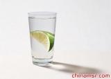 晨起饮水清理肠胃养护心脏