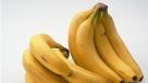 """第二大类:最有效的清肠水果 可选食柠檬、橘子、柚、葡萄、甘蔗汁、青梅、苹果、番茄等。水果味道虽多呈酸味,但在体内代谢过程中能变成碱性,并能使血液保持碱性。特别是它们能将积累在细胞中的毒素""""溶解"""",最终经排泄系统排出体外。 重点介绍:香蕉 香蕉性寒,有些胃寒的人可以把香蕉蒸着吃,早餐吃不错。"""