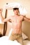 """6.一种很好的运动 前面提到的Franger医学博士说:""""活跃的性行为就像是做一场健身锻炼""""。一个120磅重的妇女,在做爱时,每分钟消耗42卡热量,而网球双打则每分钟只消耗40卡热量,当我们做爱时,心跳和脉搏增快,性高潮到来之后,身体松驰,回到通常的活动水平。经常有规律地进行性交活动,使得身体的耐力增加,就像在健身房所作的各项锻炼所追求到的目的一样。"""