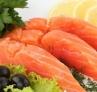 4、海产品 可用作恶性肿瘤病人的治疗食品。海藻类有效成分主要是多糖物质和海藻酸钠。海藻酸钠能与放射性锶结合后排出体外。常吃海带、紫菜等食品对身体有益。鱼类中含有丰富的硒、锌、钙、碘等无机盐类,对抗癌也是有益的。