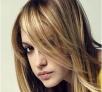 1、脱发 可能存在缺铁现象。由于身体的自然循环更替,我们每天都会掉40-100根的头发。但是,如果您发现脱发速度在加快的话,就要查一查是不是体内轻微缺铁了。 2、头发松软或干燥 缺少水分。健康的头发是相互分开伸展的,但如果饮食不当,每个头发毛囊在分子结构上就不能更好地保持水分。此时可多吃些有益健康的脂类,如青花鱼和鳟鱼,它们所含的脂肪酸,有助于头发的保湿。